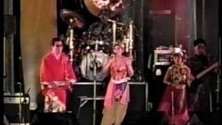 上々颱風祭り'90より、江東区潮見にあったウッディランドでの演奏。 途...
