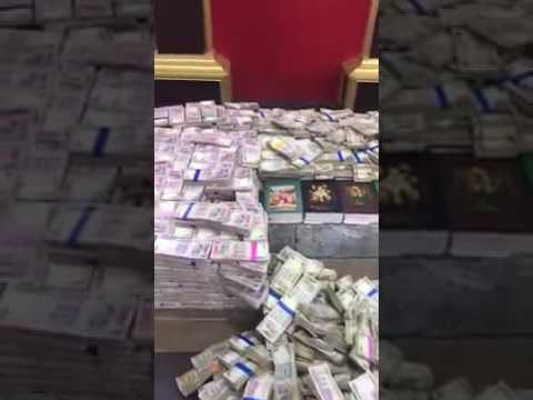 Corruption money found in karnataka bangalore new 2000 rupees and 500 rupees notes