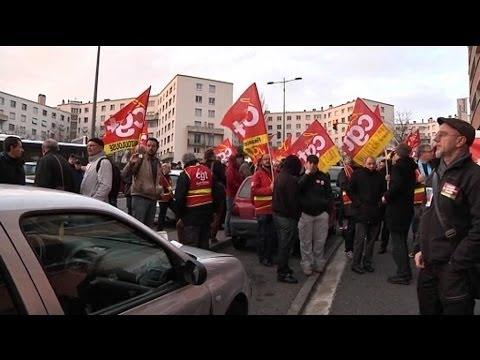 Une centaine de manifestants attendent Hollande à Toulouse - 09/01
