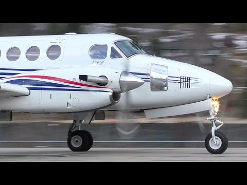 Beechcraft B200 King Air 200 Takeoff