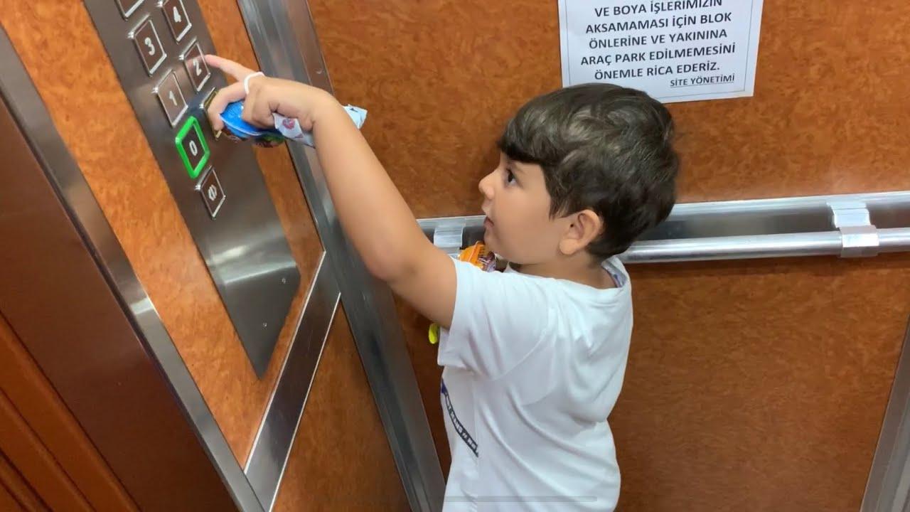 Yusuf çikolata ve oyun hamuru sürpriziyle kuzeni Ömer'e gidiyor🤩Ama nerdeyse asansörde kalıyordu 😱