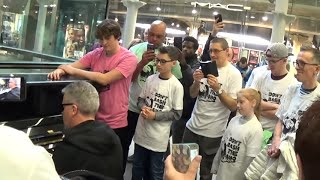 Boogie Woogie Flashmob at the Station Piano