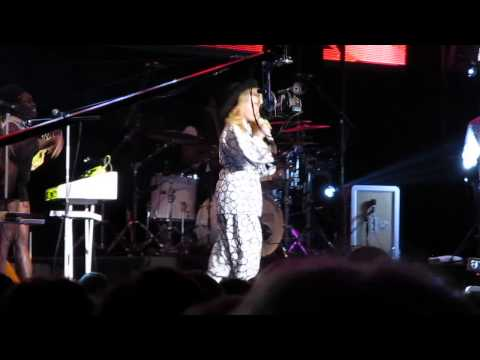 Paloma Faith I Just Can't Rely on You concert gig 2014