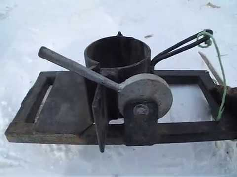 Обсаживание скважины обсадной трубой,и приспособление для этого