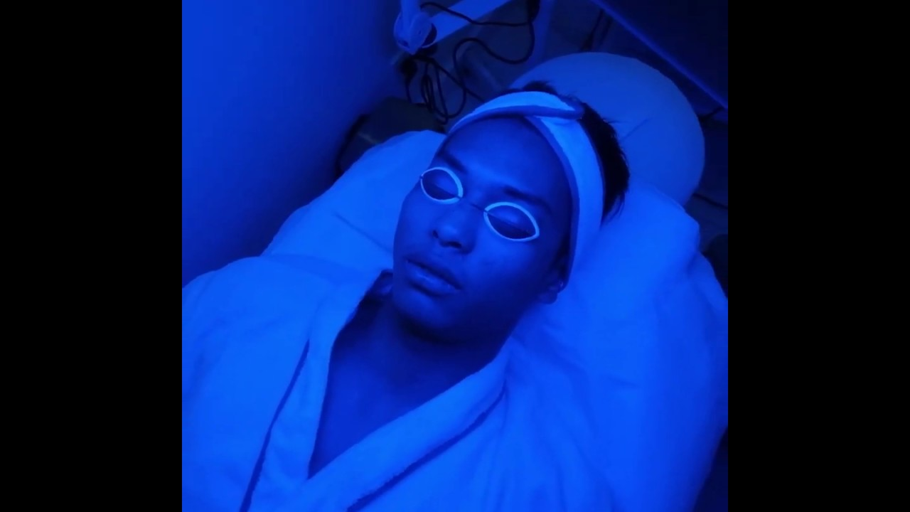 This Is How Ricci Rivero Gets Rid Of Acne Fast Avignon Acne Light Facial Youtube