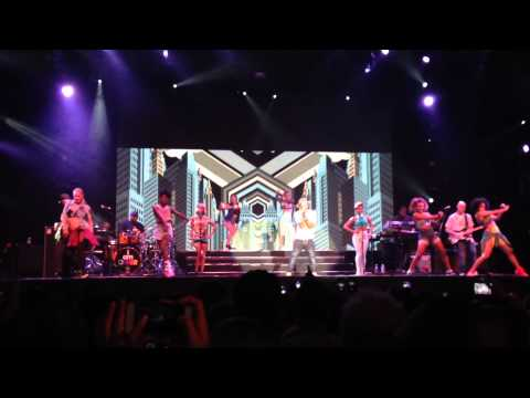 Pharrell Williams - Marilyn Monroe live at...