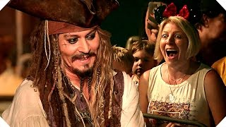PIRATES OF THE CARIBBEAN 5 - Johnny Depp Surprises Fans at Disneyland