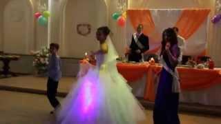 Танец невесты и свидетельницы