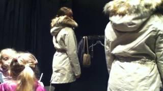 Модная одежда / В поисках парки для дочери / Примерка парки /