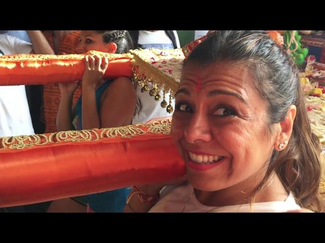 La Comunidad Hindú sumerge a su Dios Ganesh en la Bahía Norte