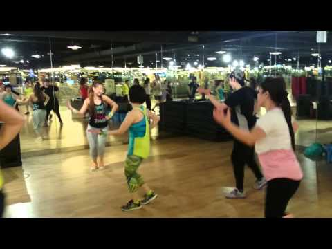 Zumba Jammer Rachel Fok – Class at California Fitness – Cumbia