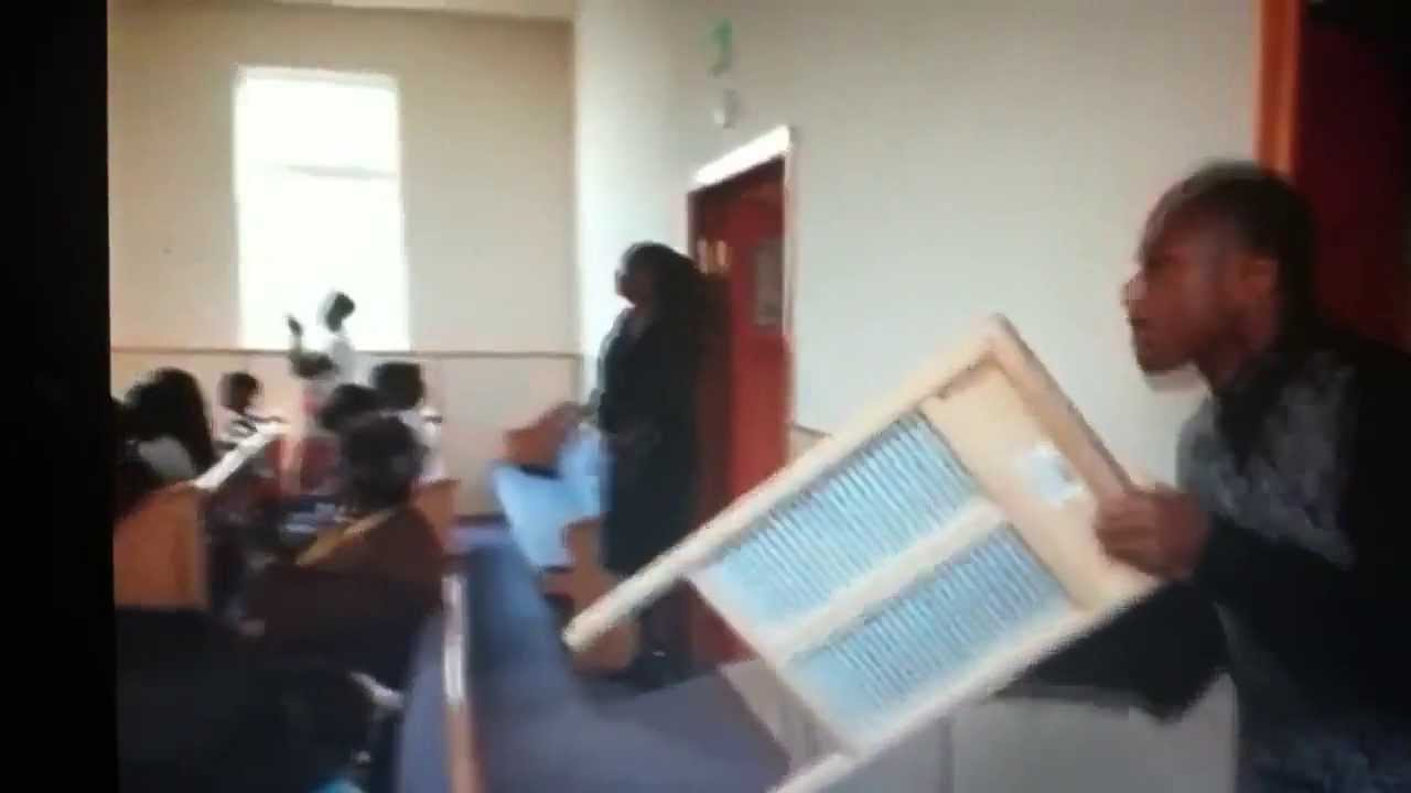 old fashioned washboard playing at ft cogic praise break youtube. Black Bedroom Furniture Sets. Home Design Ideas