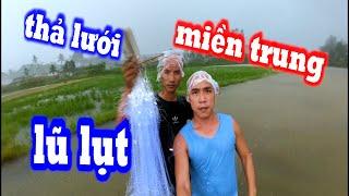 Thả Lưới Bắt Cá Sống Qua Ngày Mưa Gió Lũ Lụt - Một Thời Kỉ Niệm Ùa Về - Son Duoc Vlogs