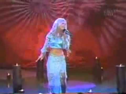 Christina Aguilera - Pero Me Acuerdo De Ti Live at  Fin De Semana