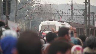 Перекрыть железную дорогу попытались мигранты на границе Греции и Македонии.