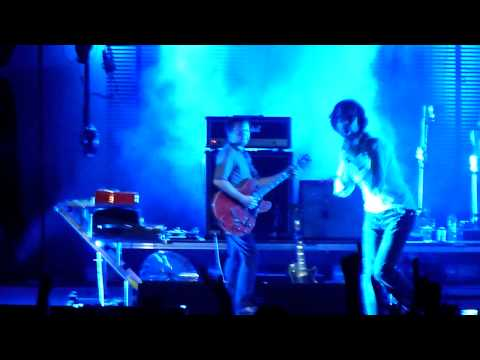 Pulp -  Razzmatazz [Live - Terravibe Athens 2011] [HD]