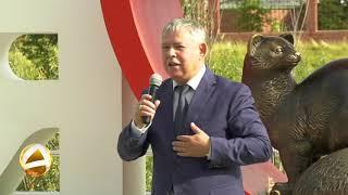 В Мегионе установили новый памятный знак- Большое красное сердце