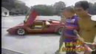 念願のスーパーカーを手に入れて喜ぶエガちゃんのドキュメントです.