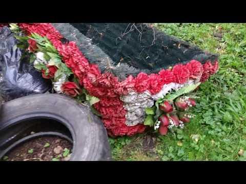 В Подмосковье на кладбище нашли открытый гроб. Сбежал покойник, или зарыли клад?