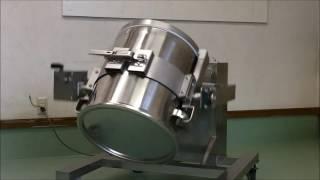 容器回転型の混合機になります。 容器着脱が可能なので、原料替えや容器...