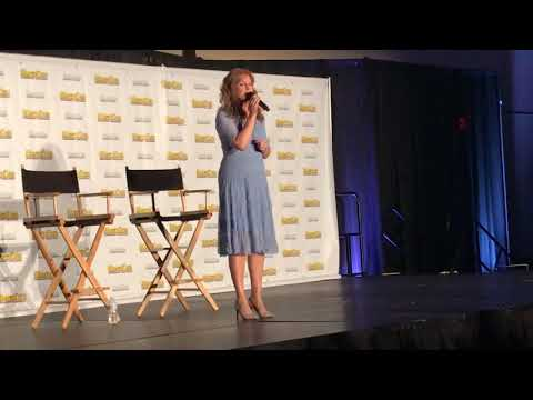"Jodi Benson sings ""Part of Your World"" at Megacon 2018"