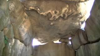 蘇我馬子の墓とされる石舞台古墳。この日は当時の模様を3Dカメラで見...