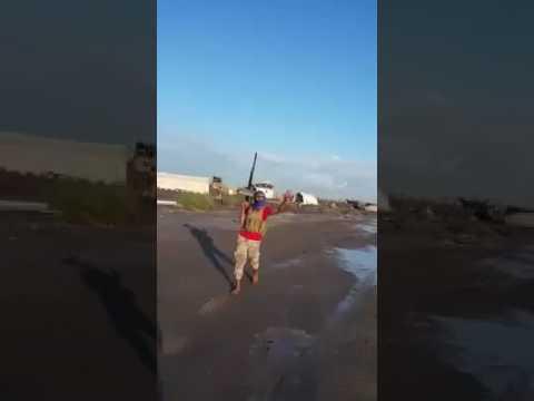 فيديو: الجيش بمساعدة قوة إماراتية تحبط تمرد عسكري في مطار عدن وتعتقل أفراد التمرد