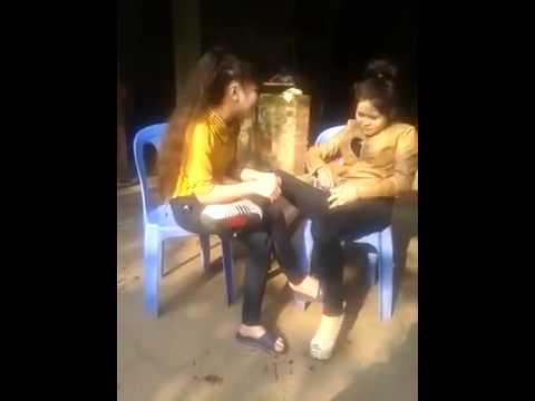 Sốc với hai cô gái phê thuốc lào - hát tuyệt vời