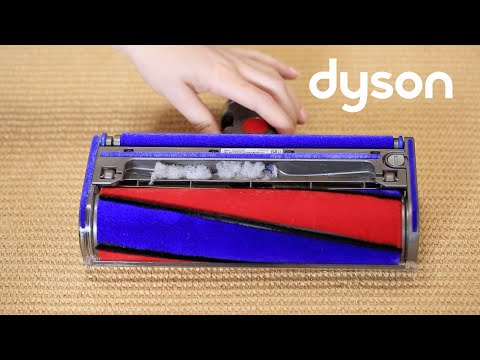 Dyson V8 cord-free vacuums with the Soft roller cleaner head - Checking for blockages (US)