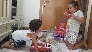 Oyuncak itfaiye arabası açtık, oyun oynadık. Oyuncak itfaiye arabası videoları