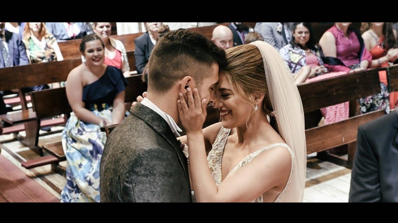"""Amiga sorprende y canta """"tu boca"""" a los novios en su baile de casados"""