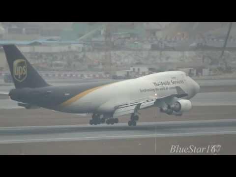 United Parcel Service (UPS) Boeing 747-400F (N580UP) landing at HKG/VHHH RWY 07R