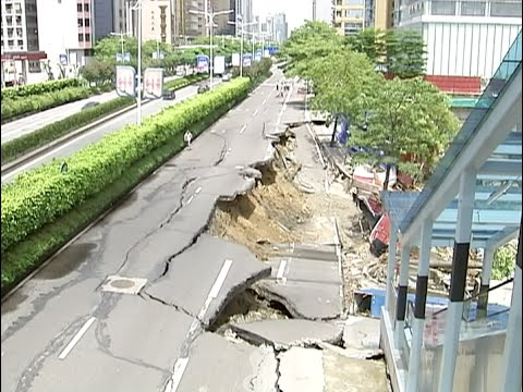 Road Collapse Occurs in South China