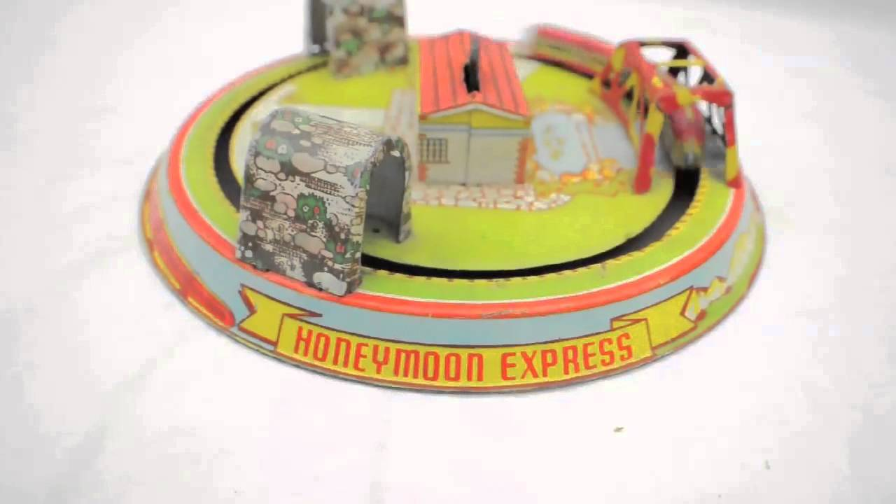 Toys For The Honeymoon : Vintage marx honeymoon express wind up train toy youtube