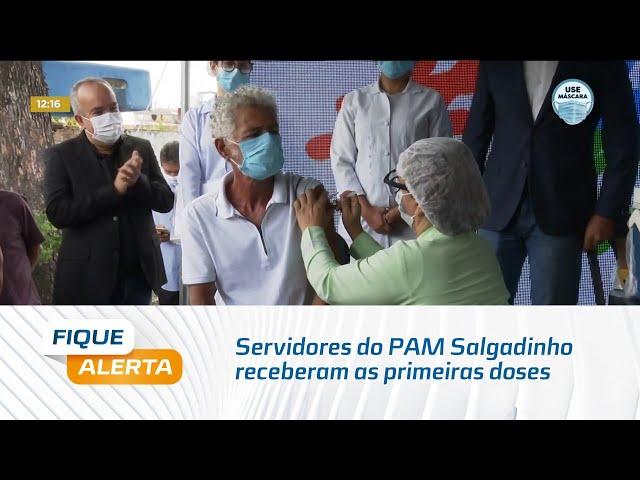 Começa vacinação em Maceió: Servidores do PAM Salgadinho receberam as primeiras doses