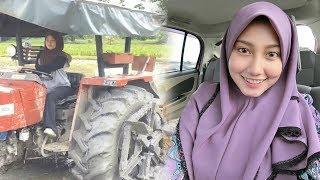 Viral Bajak Sawah Pakai Traktor Wanita Cantik Ini Malah Panen Hujatan dari Netizen