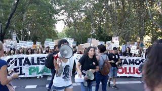 Madrid acoge una multitudinaria manifestación por el clima