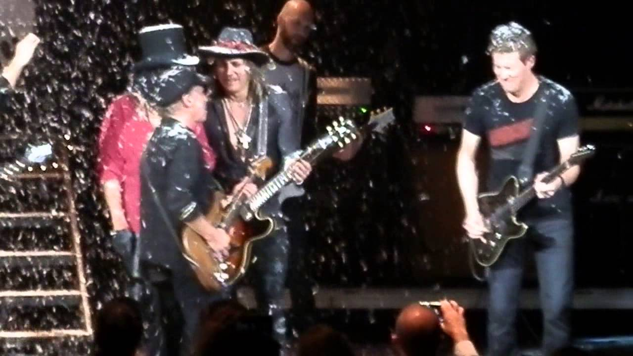 Alice Cooper - Christmas Pudding 2014 Finale - YouTube