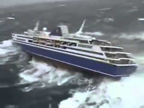 Terrible Video Of A Cruise Ship In The Middle Of The Hurricane - YouTube