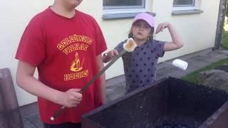 Как жарить маршмеллоу зефир детям