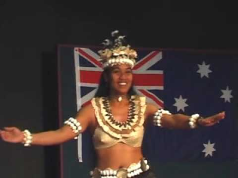 Geness Maeu dancing Kiribati Aust Association 2008