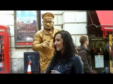 A walk round Covent Garden market in London  (HD)
