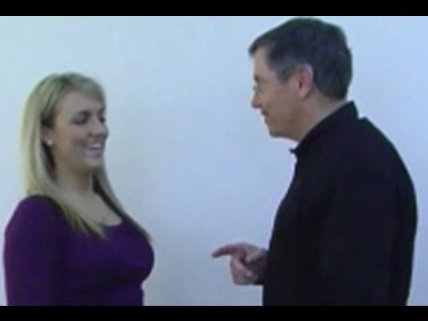 World's Fastest Hypnotist Sean Michael Andrews Demonstrates Arm Pull Induction for Street Hypnosis