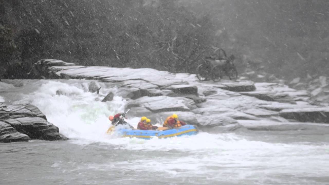 winter white water rafting on the shotover river. Black Bedroom Furniture Sets. Home Design Ideas