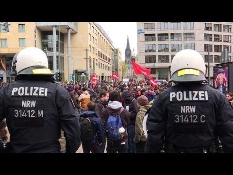 Partido antiinmigración alemán se reúne entre protestas