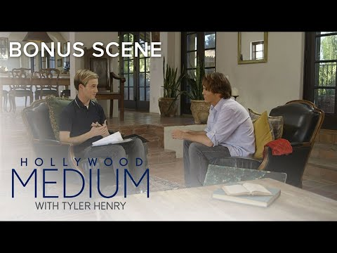 Tyler Henry Connects to Anna Nicole Smith's Son | Hollywood Medium with Tyler Henry | E!
