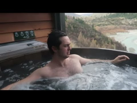 Queenstown VLOG #2! // Mountain-side Hot Pools + Hitting tha clubz!