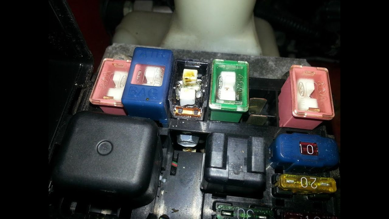 como cambiar el fusible central de mi carro main fuse  youtube 2008 Toyota Corolla Starter Relay