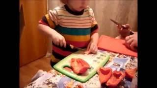 Ну, очень вкусный - Салат из фасоли и перца  готовит ребенок
