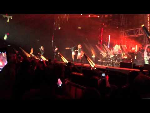 Girls, Girls, Girls - Motley Crüe Chicago 8/8/15 Their Final Show in Chicago!
